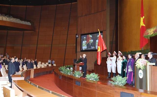Tổng Bí thư Nguyễn Phú Trọng, Chủ tịch nước CHXHCN Việt Nam nhiệm kỳ 2016-2021 thực hiện nghi thức tuyên thệ nhậm chức trước Quốc hội, đồng bào và cử tri cả nước. Ảnh: Thống Nhất-TTXVN