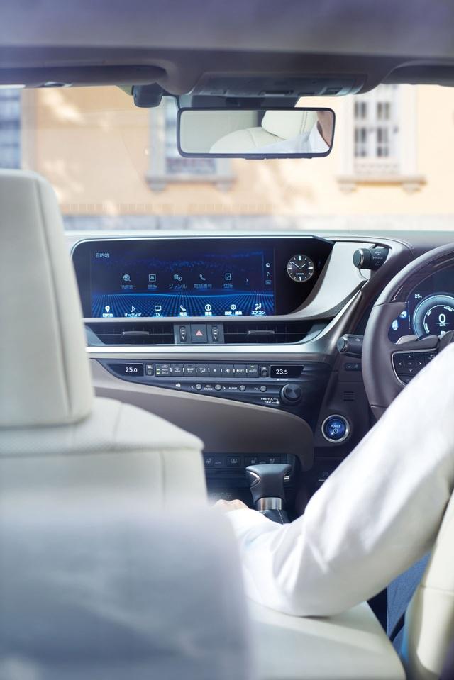 Lexus ES thế hệ mới ra mắt tại Nhật không có gương cửa - 15