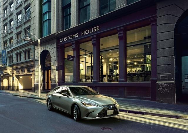 Lexus ES thế hệ mới ra mắt tại Nhật không có gương cửa - 8
