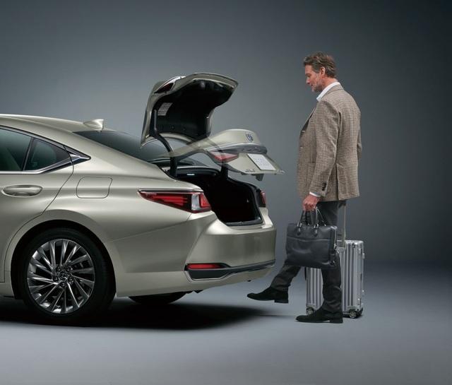 Lexus ES thế hệ mới ra mắt tại Nhật không có gương cửa - 19