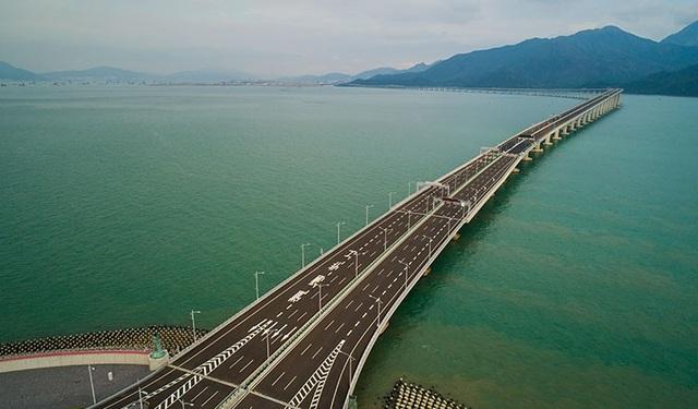 Cầu vượt biển dài nhất thế giới (Ảnh: Tân Hoa Xã)