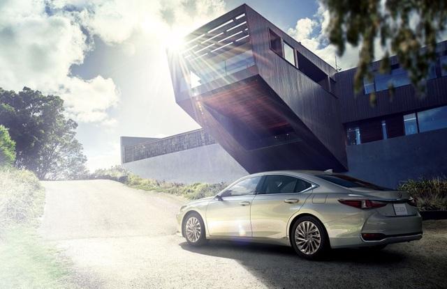 Lexus ES thế hệ mới ra mắt tại Nhật không có gương cửa - 1