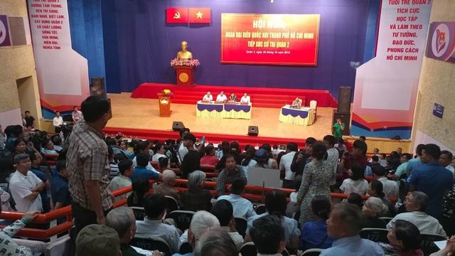Chủ tịch HĐND TPHCM nói về việc người dân Thủ Thiêm ném giày giữa hội nghị - Ảnh 2.