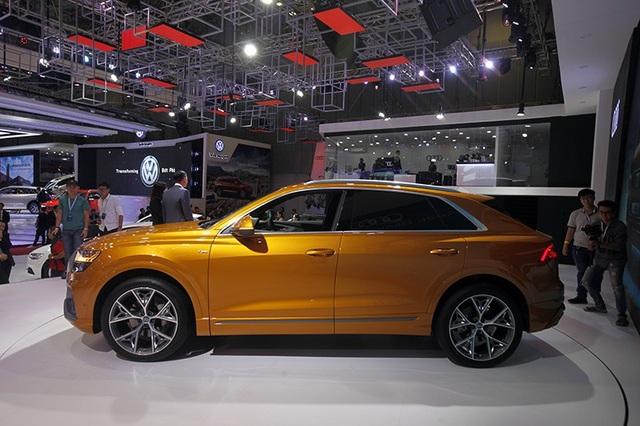 Cánh lướt gió, vòm bánh xe, viền cửa và ống xả được thiết kế màu sắc tương phản tạo điểm nhấn cho vẻ ngoài mạnh mẽ của chiếc SUV phong cách coupe