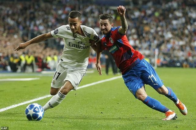 Lucas Vazquez chơi năng nổ khi được xếp đá hậu vệ phải