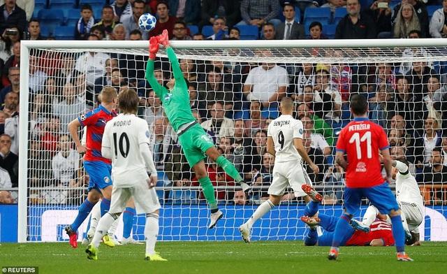 Real Madrid tạm thời dẫn đầu bảng G với 6 điểm/3 trận, hơn AS Roma về đối đầu