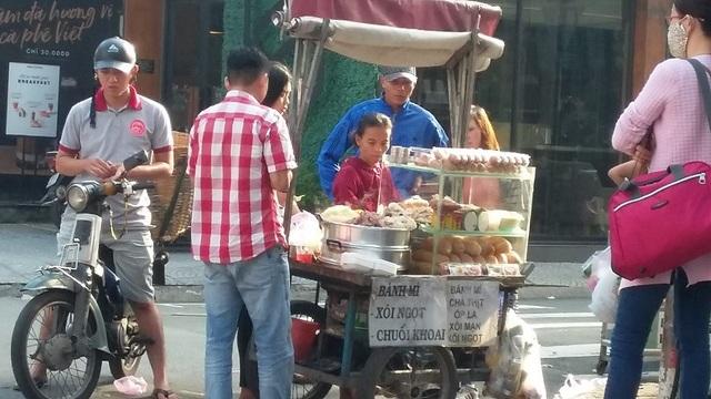 Thực phẩm đường phố có nhiều tiện ích nhưng cũng nhiều nguy cơ mất an toàn