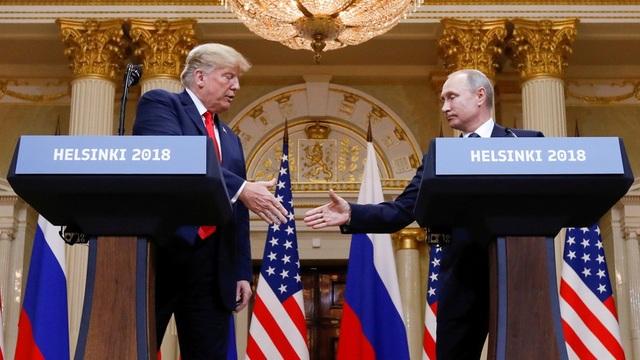 Tổng thống Nga Vladimir Putin và người đồng cấp Mỹ Donald Trump trong cuộc họp báo chung sau hội nghị thượng đỉnh tại Helsinki hồi tháng 7. (Ảnh: Reuters)