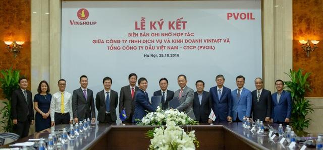 VinFast và PV Oil hợp tác triển khai trạm sạc và thuê pin cho xe điện - 1