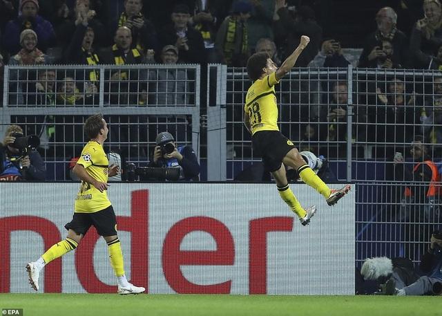 Dortmund dẫn đầu bảng A một cách tuyệt đối với 9 điểm/3 trận
