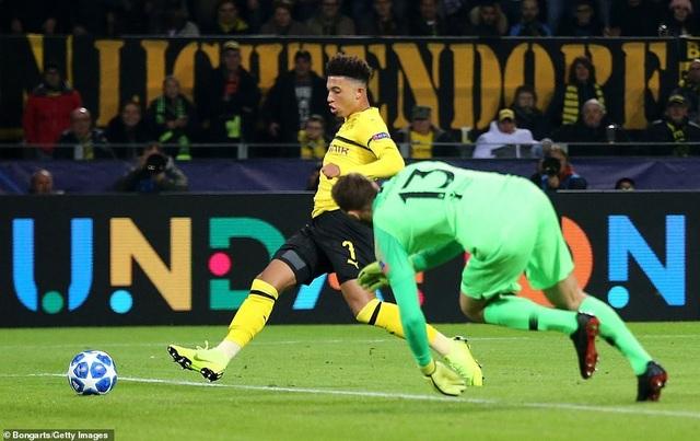 Sancho ghi bàn thắng nâng tỷ số lên 3-0 cho Dortmund ở phút 84
