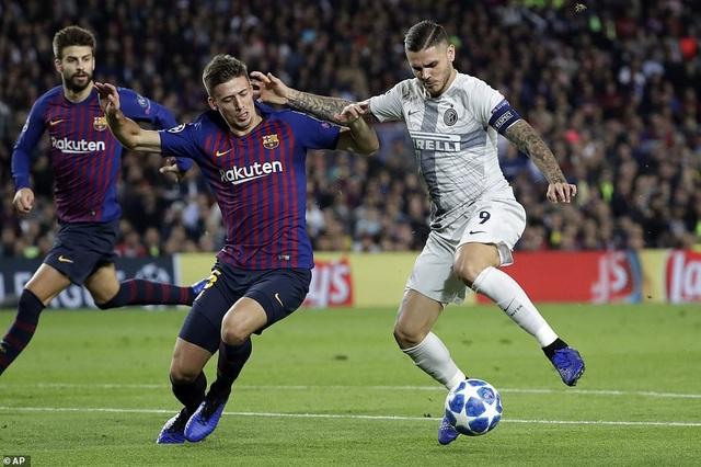 Icardi bị hàng thủ Barcelona kèm rất chặt