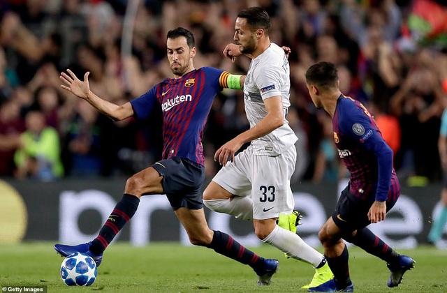 Sergio Busquets giúp Barcelona kiểm soát tốt khu vực giữa sân