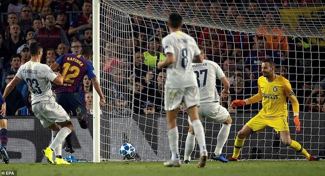 Phút 32, Rafinha mở tỷ số 1-0 cho Barcelona