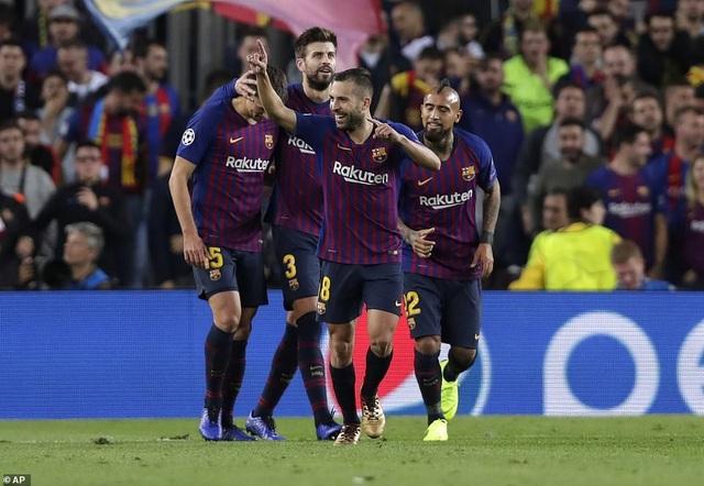Với 9 điểm/3 trận, Barcelona cầm chắc tấm vé đi tiếp