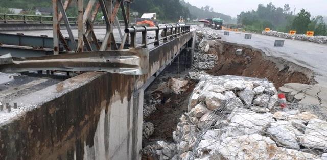 Các phương tiện sẽ phải tạm dừng lưu thông để tiếp tục sửa chữa