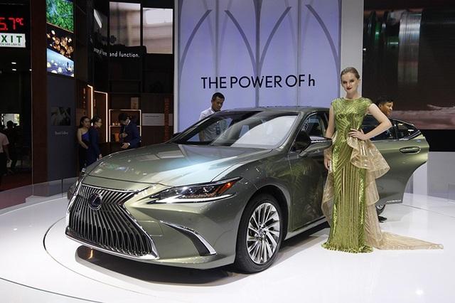 Đẳng cấp Lexus gây ấn tượng mạnh tại Triển lãm Ôtô Việt Nam 2018 - 2