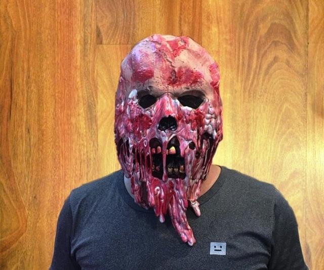 Mặt nạ da Zombie máu phân hủy có giá lên đến 500.000 đồng