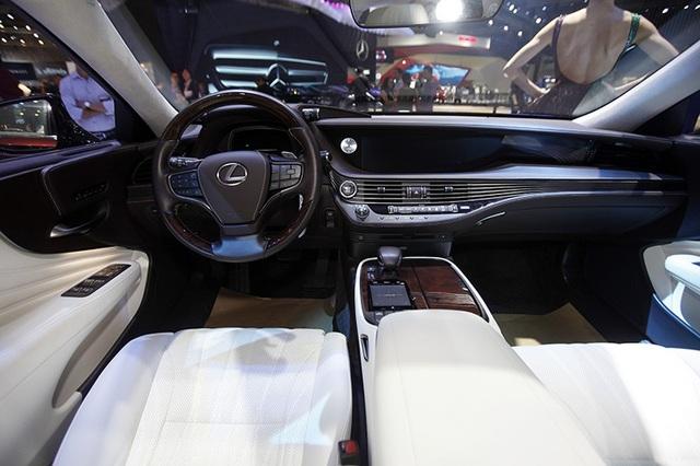 Đẳng cấp Lexus gây ấn tượng mạnh tại Triển lãm Ôtô Việt Nam 2018 - 11