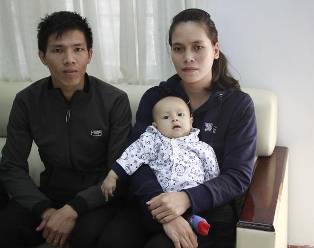 Vợ chồng chị Hằng cảm ơn đến tình cảm của những tấm lòng nhân ái đã giúp đỡ con trai chị