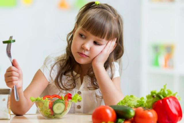 Một trong những nguyên nhân gây biếng ăn ở trẻ là sự mất cân bằng hệ vi sinh đường ruột. (Ảnh minh hoạ).