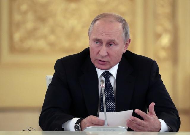 Tổng thống Nga Vladimir Putin cảnh báo sẽ đáp trả và đáp trả nhanh chóng, hiệu quả nếu Mỹ rút khỏi Hiệp ước lực lượng hạt nhân tầm trung INF. (Ảnh minh họa: Reuters)