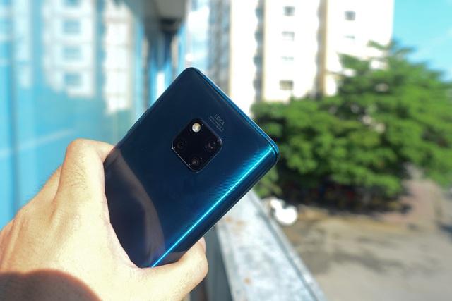 """Huawei Mate 20 Pro: Thiết kế """"lạ đời"""" - 5"""