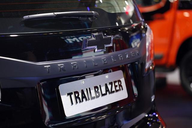 Perfect Black - Gói phụ kiện cá tính cho Chevrolet Trailblazer - 3