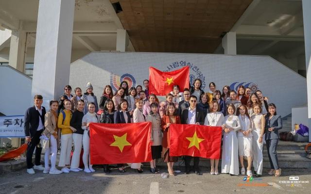 Nhung cùng đoàn Việt Nam trong những ngày thi đấu tại Hàn Quốc.