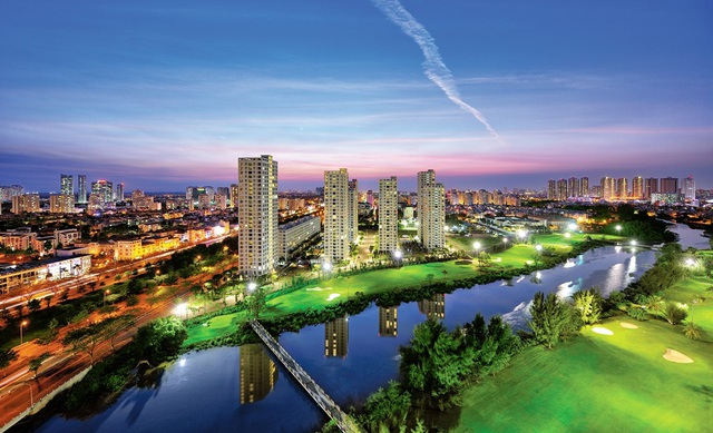 Không gian xanh, mặt nước chiếm tỷ lệ lớn trong đô thị Phú Mỹ Hưng do vậy nơi đây còn được gọi là đô thị vườn