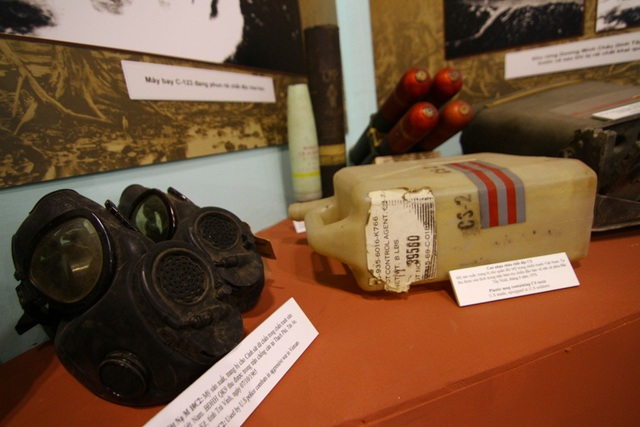 Các hiện vật chiến tranh về chất độc da cam do quân đội Mỹ sử dụng trong chiến tranh Việt Nam