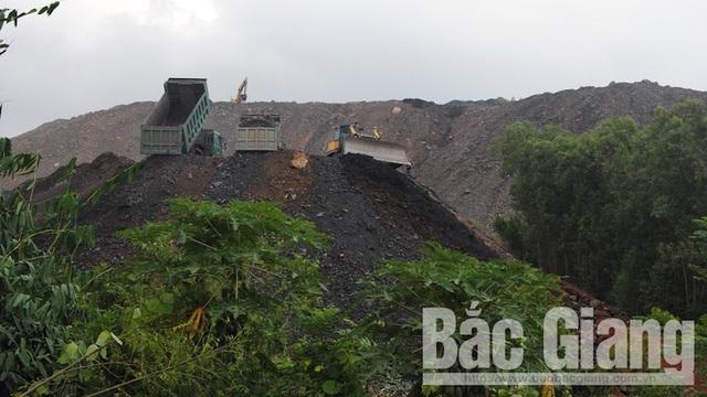 Công ty cổ phần Khai thác khoáng sản Bắc Giang: Đổ thải trái phép gây nguy hại cho người dân - Ảnh 1.