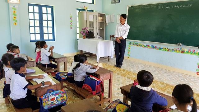 Thầy hiện là chủ nhiệm lớp 3/1, Trường Tiểu học A Tiêng, xã A Tiêng, huyện Tây Giang