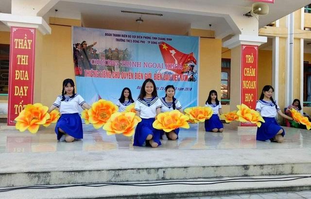 """Chương trình ngoại khóa với chủ đề """"Thiêng liêng chủ quyền biên giới, biển đảo Việt nam."""
