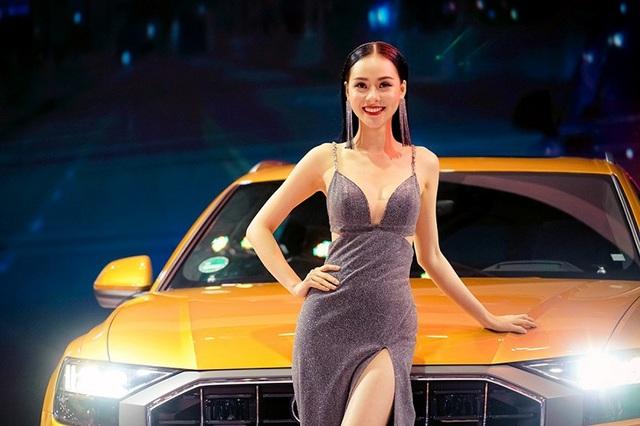 Những bóng hồng rực rỡ tại Triển lãm Vietnam Motor Show 2018 - 2