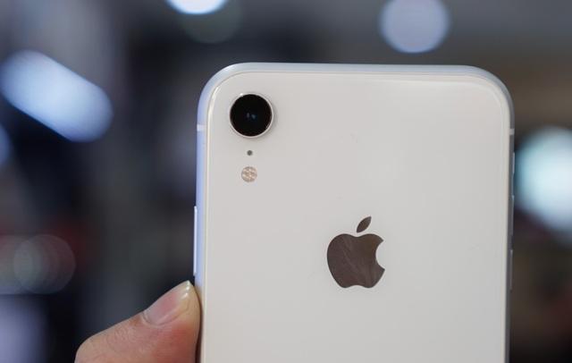 """iPhone XR đầu tiên về Việt Nam, giá """"chát"""" lên tới 23,9 triệu đồng - 8"""