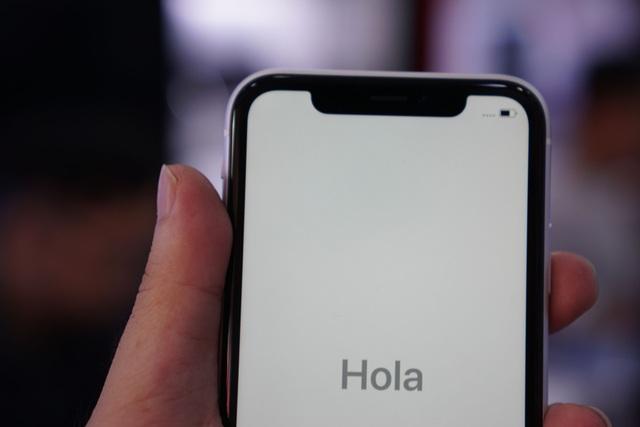 """iPhone XR đầu tiên về Việt Nam, giá """"chát"""" lên tới 23,9 triệu đồng - 4"""