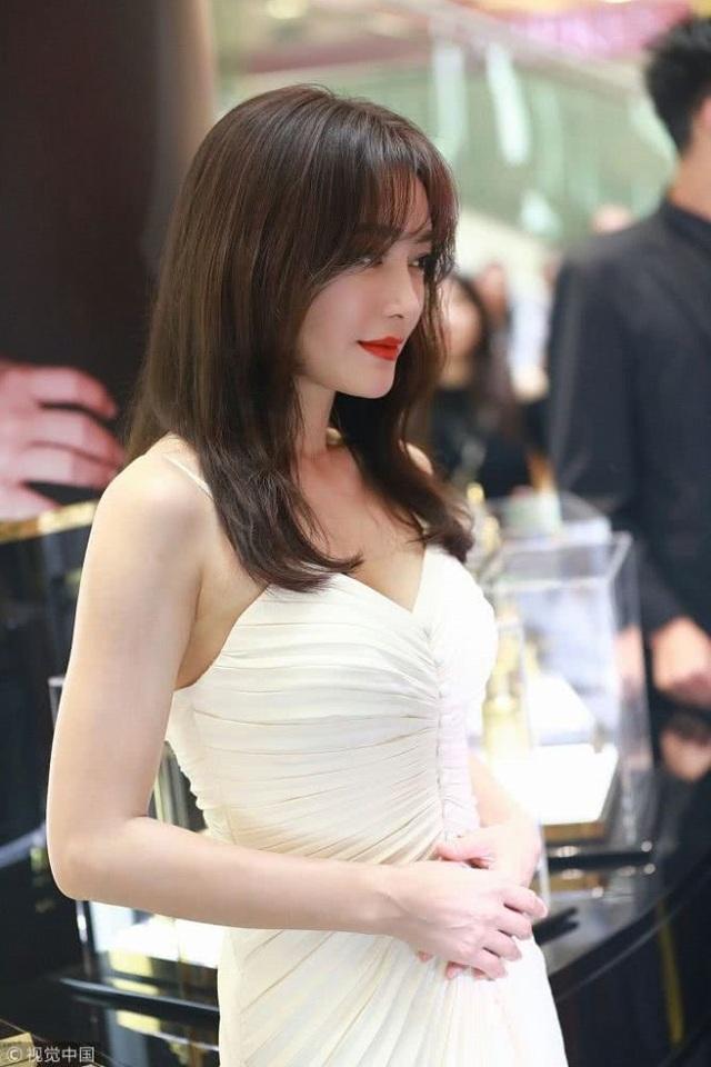Tần Lam tham dự một sự kiện vào tháng 9/2018. Vẻ đẹp của Tần Lam được báo chí Trung Quốc khen ngợi là quốc sắc thiên hương nhờ gương mặt không tì vết, đường nét sắc sảo. Ở tuổi 37, cô vẫn giữ được ngoại hình như thiếu nữ đôi mươi.
