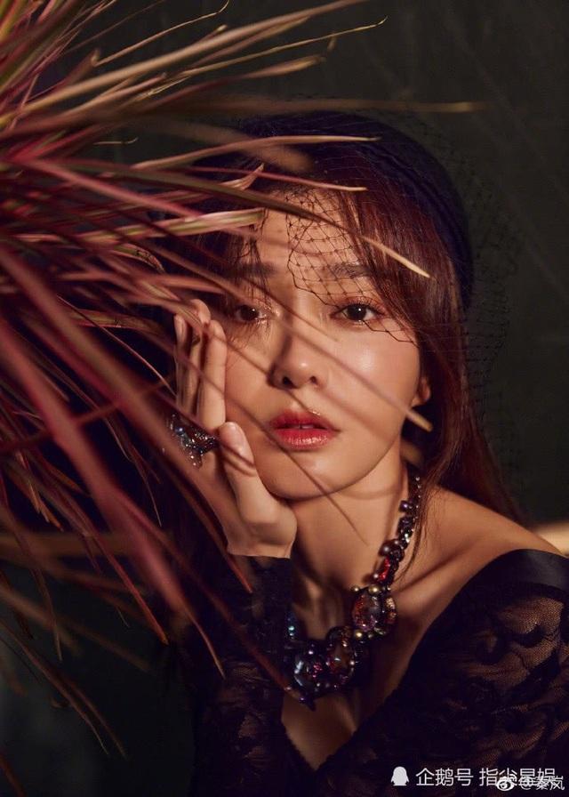 Diễn xuất bằng ánh mắt là lợi thế của Tần Lam. Người đẹp 37 tuổi thổ lộ, cô không chỉ muốn đóng khung trong những dạng vai chính diện ngoan hiền mà thích cả những vai phản diện, cá tính.