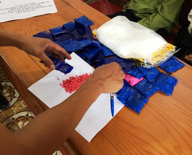 6.800 viên hồng phiến và 1kg ma túy đá vừa bị bắt giữ.