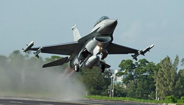 Đài Loan muốn tiếp tục mua vũ khí của Mỹ. (Ảnh: Military)