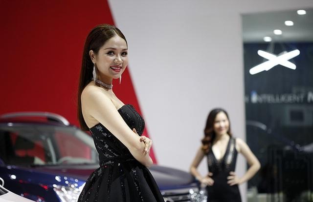 Những bóng hồng rực rỡ tại Triển lãm Vietnam Motor Show 2018 - 6