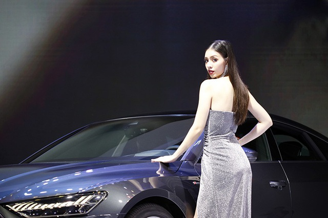 Những bóng hồng rực rỡ tại Triển lãm Vietnam Motor Show 2018 - 9