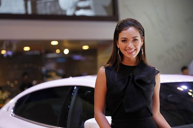Những bóng hồng rực rỡ tại Triển lãm Vietnam Motor Show 2018 - 15