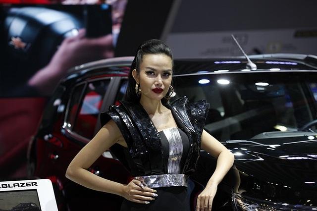 Những bóng hồng rực rỡ tại Triển lãm Vietnam Motor Show 2018 - 19