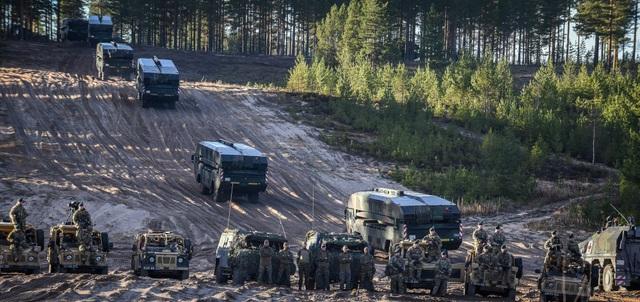 Lực lượng quân sự Anh, Đức tham gia tập trận Trident Juncture 2018 tại Na Uy ngày 25/10. (Ảnh: Reuters)