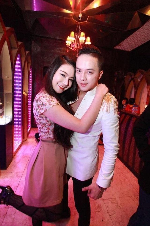 Đoàn Dạ Ly được biết đến với danh xưng bạn gái tin đồn của Cao Thái Sơn khi cô công khai thổ lộ tình cảm dành cho giọng ca Con đường mưa vào năm 2014. Ngoài ra, cô còn tuyên bố sẽ lấy Cao Thái Sơn làm chồng nếu anh đồng ý.