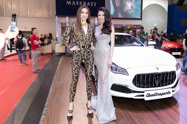 Hồ Ngọc Hà và Á hậu Thùy Dung đã tham dự sự kiện Họp báo ra mắt xe Maserati tại VMS 2018 và chia sẻ những trải nghiệm thú vị về tinh hoa văn hoá Italy, về động cơ, âm thanh khuấy động tâm hồn của những dòng xe thể thao Maserati