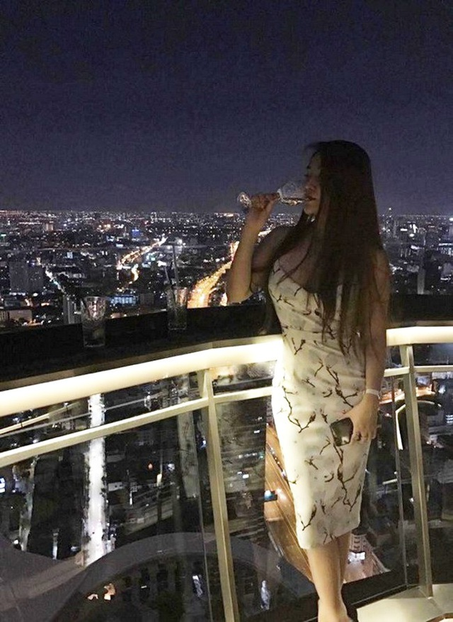 Năm 2017 khi mới 25 tuổi, cô đã mua nhà tại một trong những khu tháp chọc trời cao nhất tại Bangkok (Thái Lan) – thành phố năng động bậc nhất Châu Á.