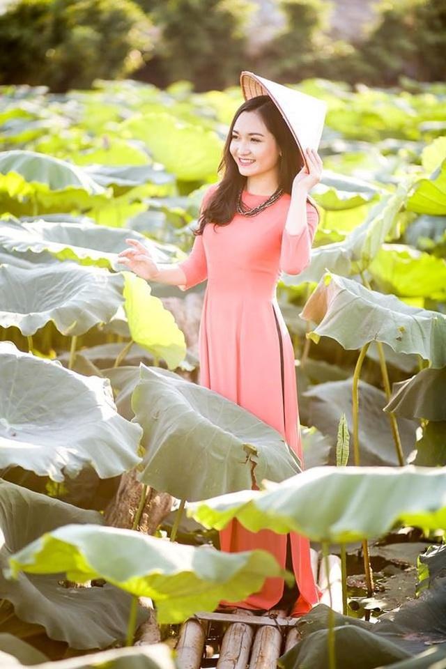 Trong những năm cấp 2 Nhật Linh còn tham gia diễn kịch trong cuộc thi an toàn giao thông của tỉnh và đạt được 3 giải nhất, 1 giải nhì.